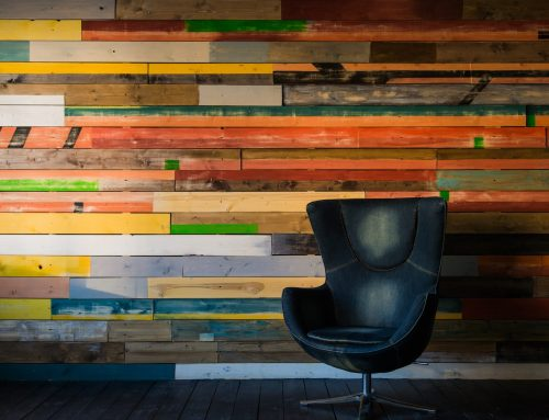 Drewno na ścianie – przegląd inspiracji