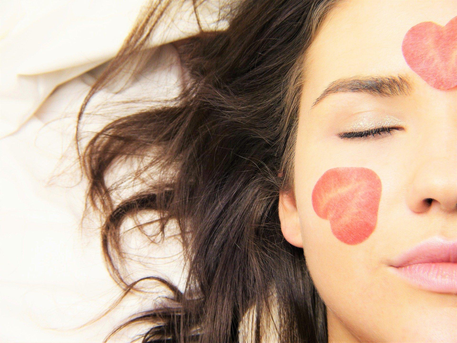 Bezkremowe noce - czy to prawidłowa pielęgnacja twarzy